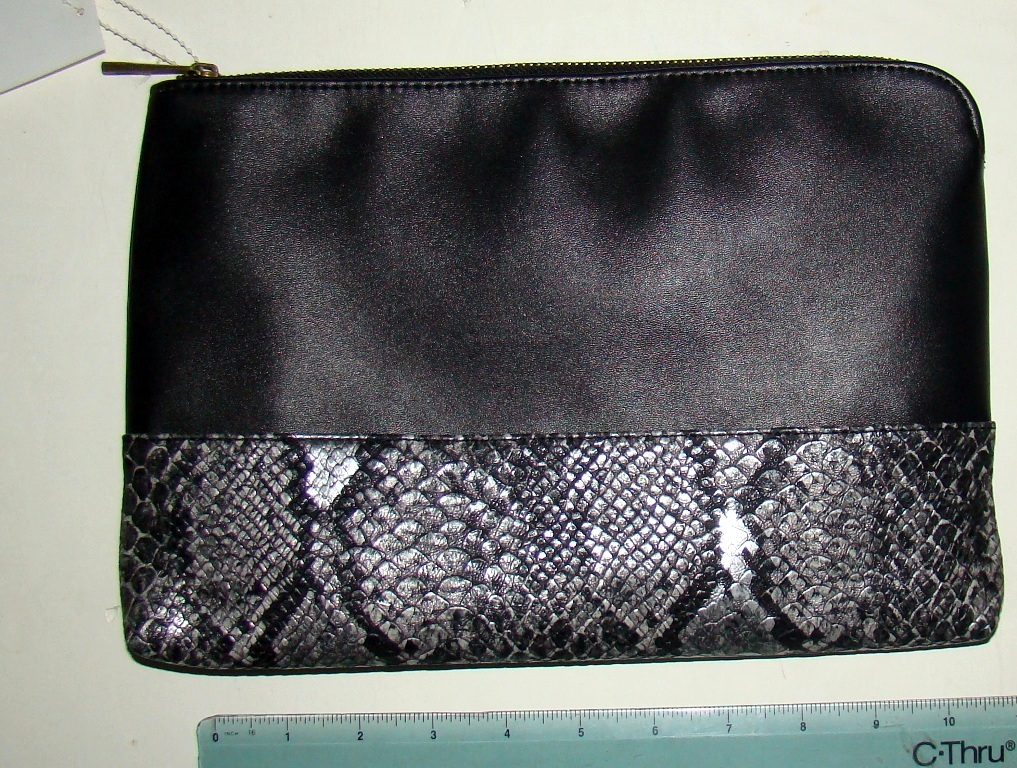 Capelli Black snbakeskin imprinted purse (2)