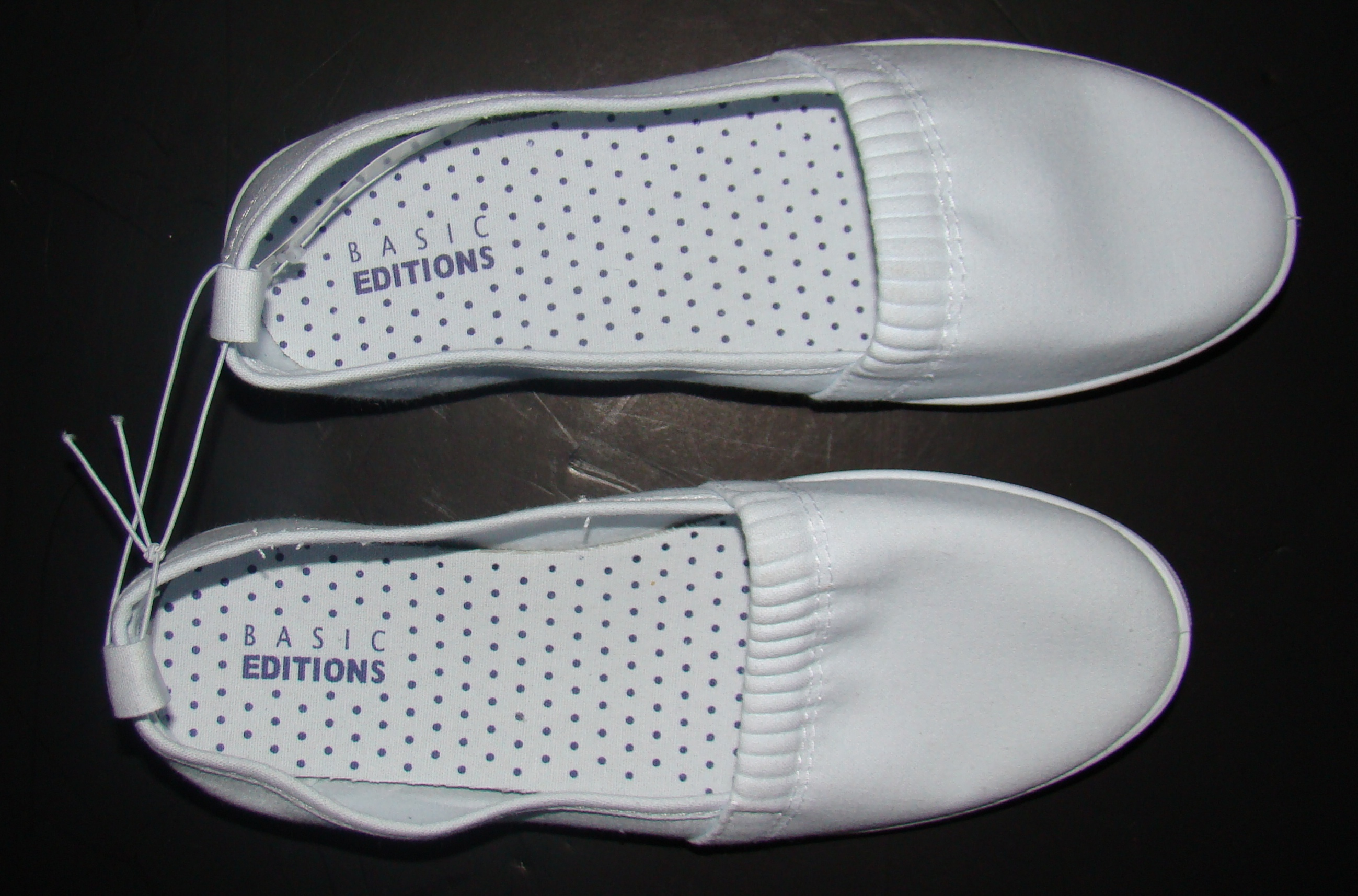 White Basic editions womens shoes in original box (2)