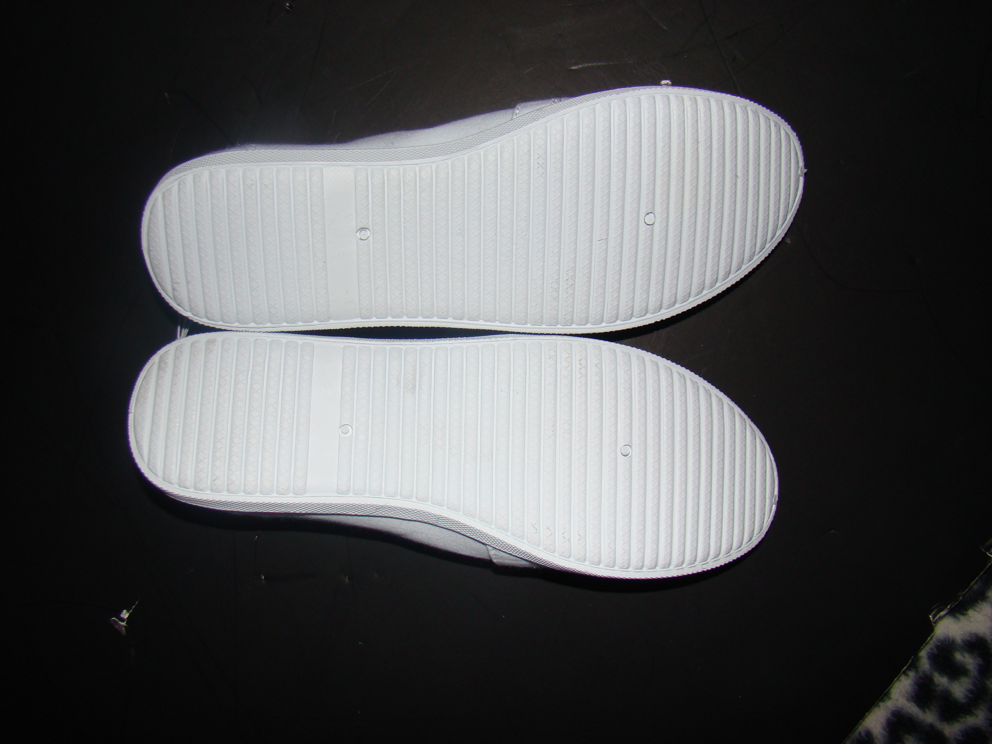 White Basic editions womens shoes in original box (3)
